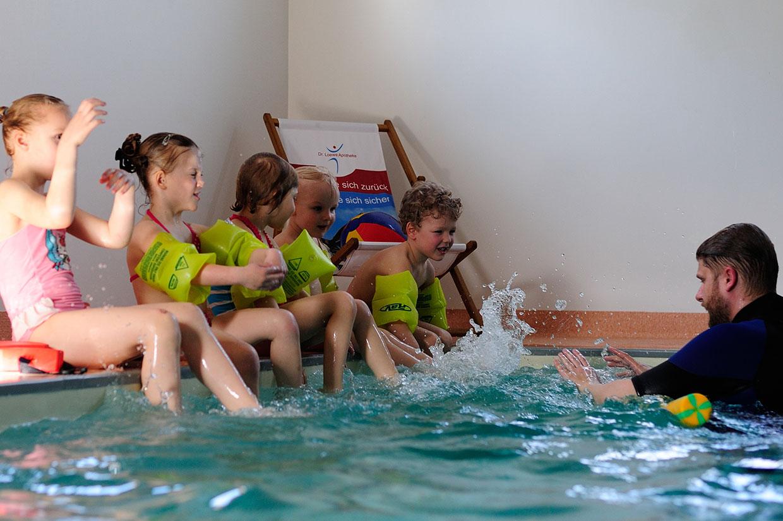 Schwimmschule Trainer Wasserspass